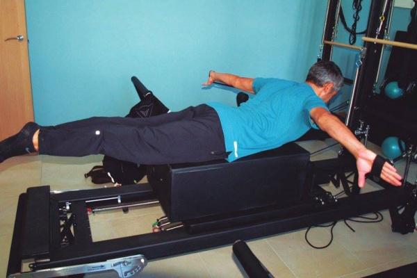 practicar pilates con máquinas